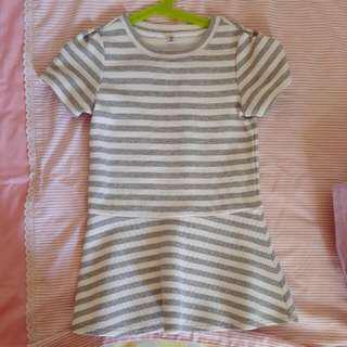 Preloved Uniqlo Grey And White Stripe Dress size 110