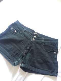 hotpants hitam