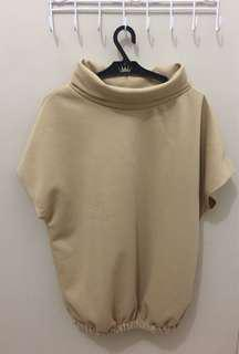 Cow neck top with sleeves S-L frame