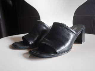 Country road black heels