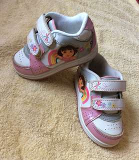8/10 Dora The Explorer white & pink baby / toddler / kids girl / gals sneakers sports track shoes size 7 15.5cm