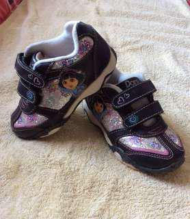 8/10 Dora The Explorer black & glitters baby / toddler / kids girl / gals sneakers sports track shoes size 8 17cm