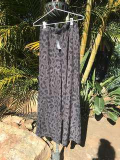 BNWT boohoo leopard black pants wide leg