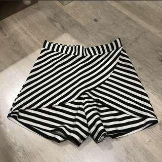Black White Skort With Zipper. Skirt x short