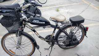 電動腳踏車(吃氣油的)八成新。