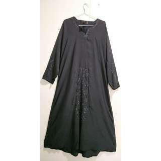 🚚 Black Abaya with Floral Embroidery (2ndhand)