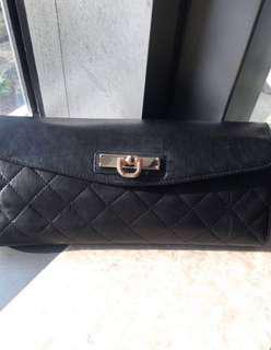 DKNY Black leather clutch handbag with gold logo W30cm L14cm D7cm 單 側 斜孭=送多一條斜孭帶50'' #crossbody bag 連塵袋 #tote