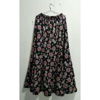 🚚 Black Floral Maxi Skirt