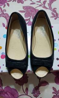 Two pairs of girl shoes (Max Kool)