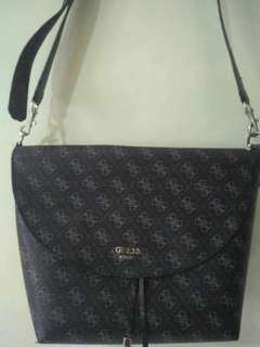 Sling bag merk guess authentic no resleting bag, good condition