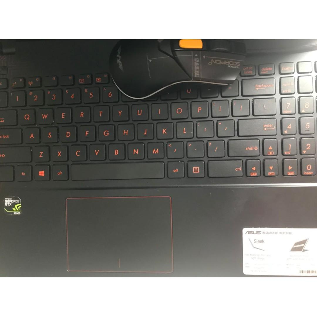 ASUS X550V 10/10 CONDITION
