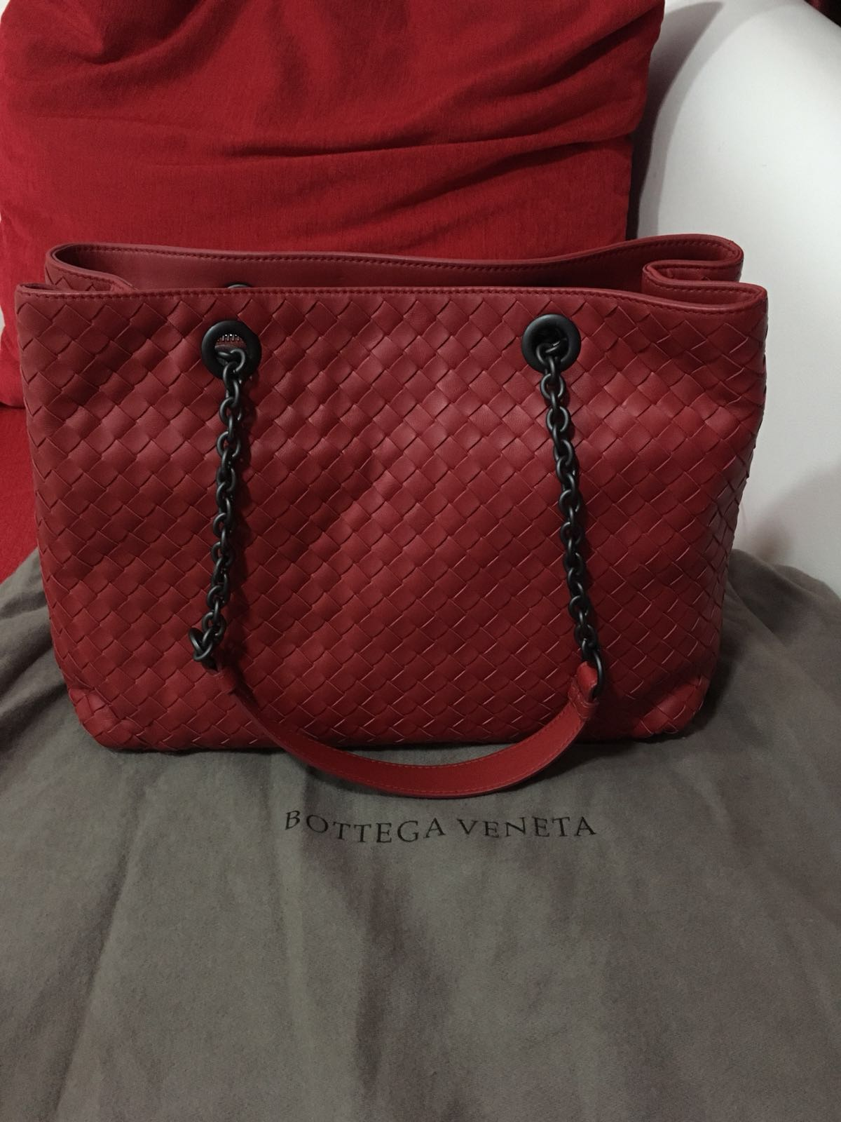 38557bfc588f Bottega Veneta Medium Tote Bag in Red   Vesuvio Intrecciato Nappa ...