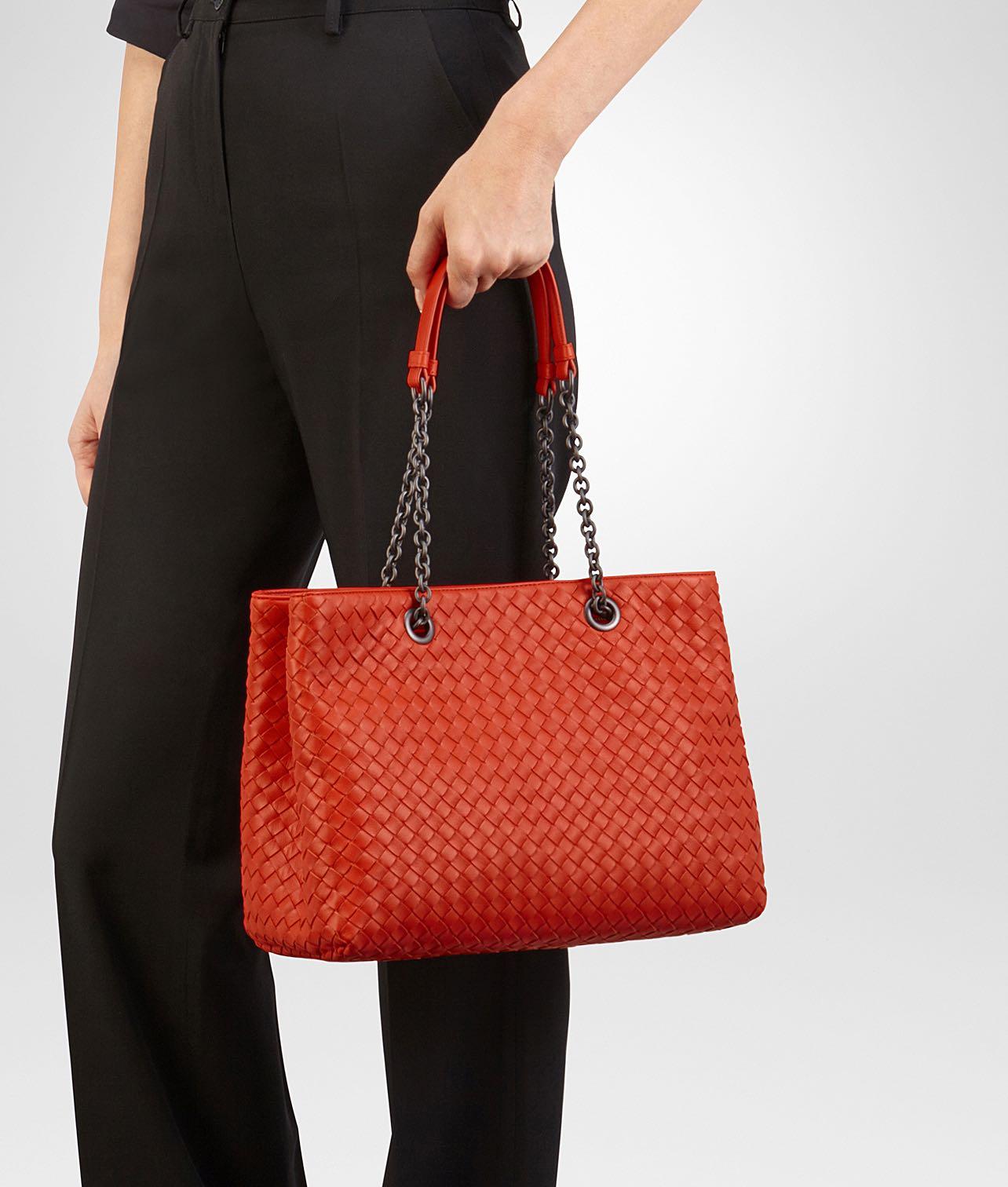 75d7f3a164 Bottega Veneta Medium Tote Bag in Red   Vesuvio Intrecciato Nappa ...