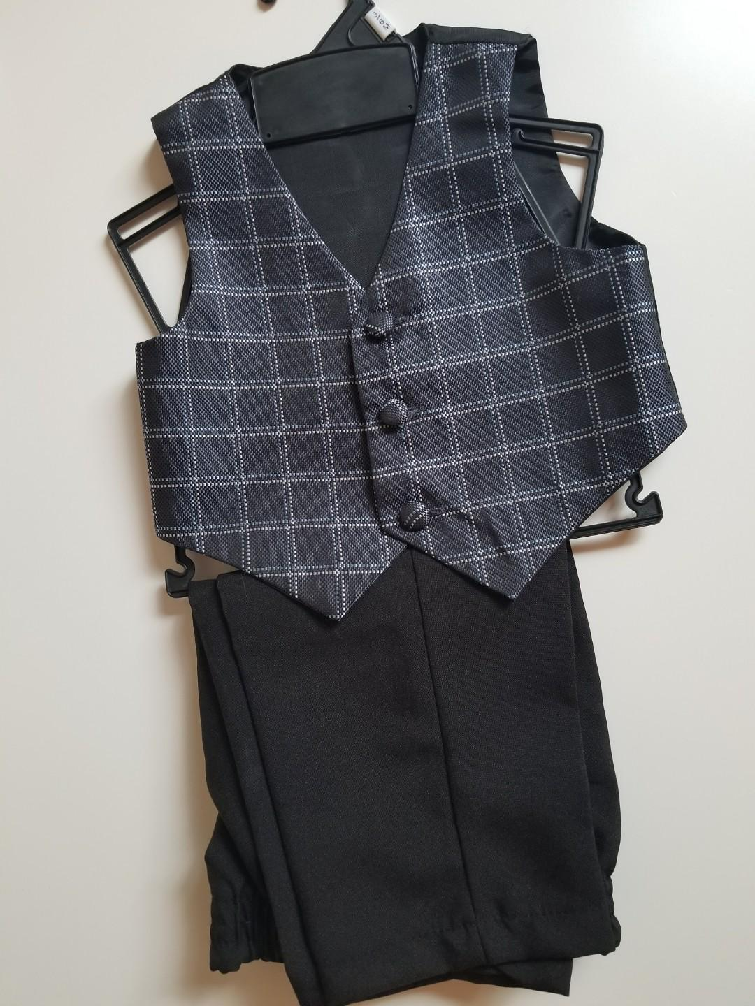 Purchased brand new. No tags. Size 3 to 6 mths. Comes with vest and pants. Extremely dapper looking. Pick up beaches or yorkville.