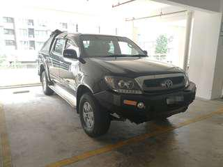 Hilux 4x4 (A) for rent