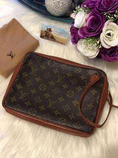 Louis Vuitton Pochette Spirt Clutch Bag in Monogram