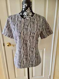 Vince Camuto Women's Size Medium white and Black Short Sleeve Geometry  Patter B