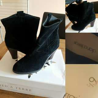 Black Diana Ferrari boots 6.5