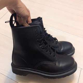 Dr.Martens16孔馬汀大夫鞋 二手正品 近全新 難買的防水皮革材質🎉 39號