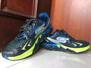 skechers marathon running shoes