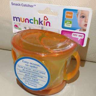 包郵 Munchkin Snack Catcher 嬰兒或兒童食物放倒瀉杯