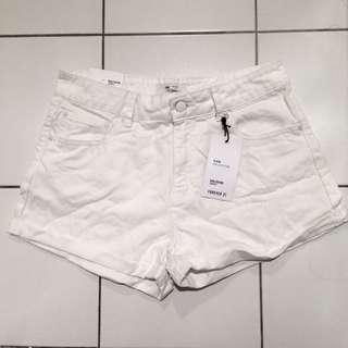 BNWT forever 21 white cuffed girlfriend shorts