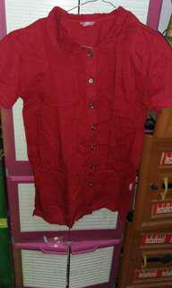 Baju berkancing maroon