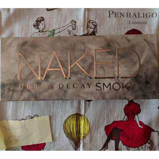 Urban Decay Naked Smoky 化粧盒 Palette with Smudger/Brush