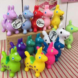 🚚 7色-Rody跳跳馬家族大集合-ロディ公仔娃娃-彩虹糖果色系 拍照道具 洗澡玩具日本帶回