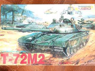 🚚 1/35 scale T-72M2 tank model kit