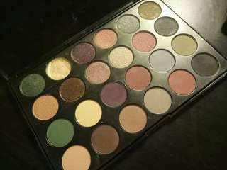 DAMAGED JCAT Eyeshadow Palette Santa Monica J.Cat