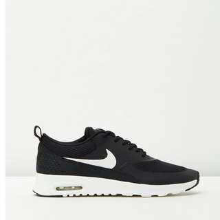 Black Nike Air Max Theas