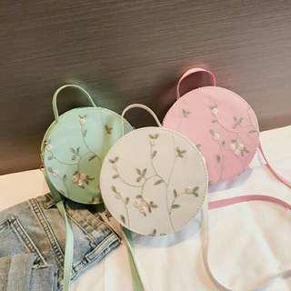 Round sling bag