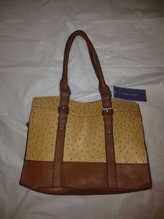 Sturdy faux Leather Mustard colour EUC handbag/purse