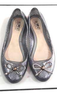 Sepatu the little things she needs silver