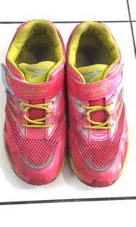 Sepatu sports Syunsoku