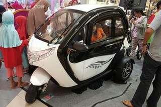 Mobil listrik tiga roda