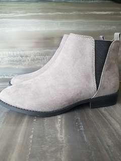 New UK 4 Ladies Chelsea Boots in Grey