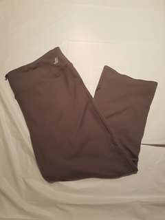 Greyk knee length yoga pants GUC Joe Fresh. Medium