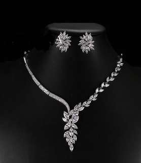 LUXURY MARQUISE CUT DESIGN NECKLACE AND EARRINGS SET