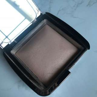 Hourglass ambient lighthing powder