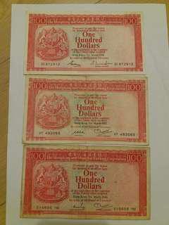 100元紙幣3張