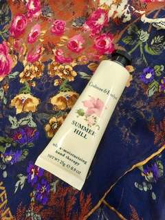 Crabtree summer hill hand therapy cream🙎🏿please dun bargain