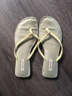 Charles and Keith thongs