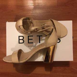 Betts   nude heels size 5