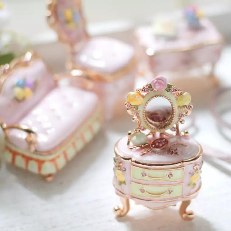 日本原裝正版梳粧枱及椅首飾盒