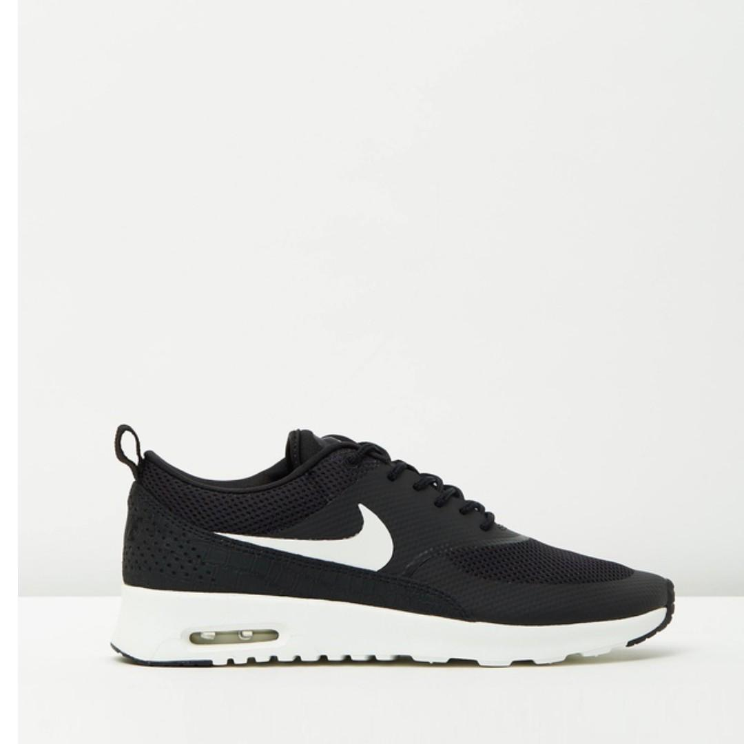 Black Nike Air Max Theas