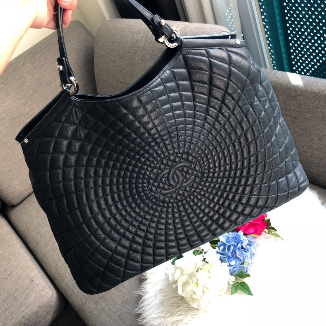 b1a3d4f9026cd6 🖤Good Deal!🖤 Chanel Seasonal Tote in Black Iridescent Calfskin ...