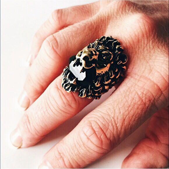d3d05fbda48 GUCCI LION s head burnished gold tone Swarovski crystal ring.