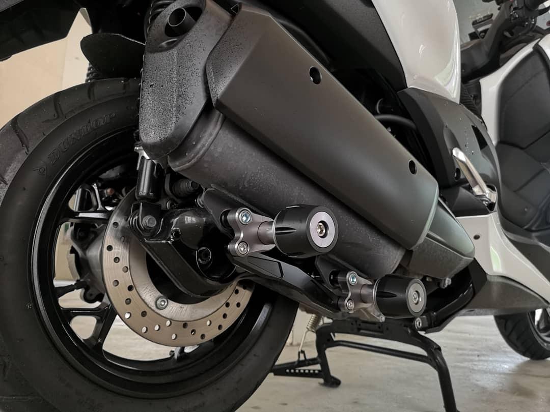 Yamaha Xmax 300 Exhaust Slider